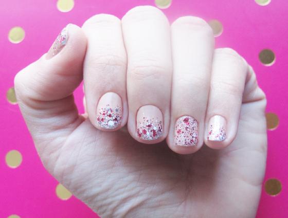 unhas-de-segunda-unhas-diferentes-nail-art-unhas-decoradas-glitter-glinda-esmalte-marc-jacobs-essie-luxeffects-nude-colorama-ombr-glitter-unhas1