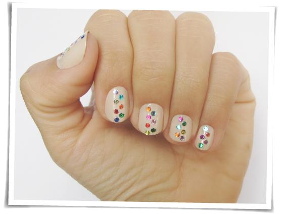 unhas-de-segunda-unhas-decorads-nail-art-pontilhado-glitter-nude-e-colorido-kate-spade-mandy