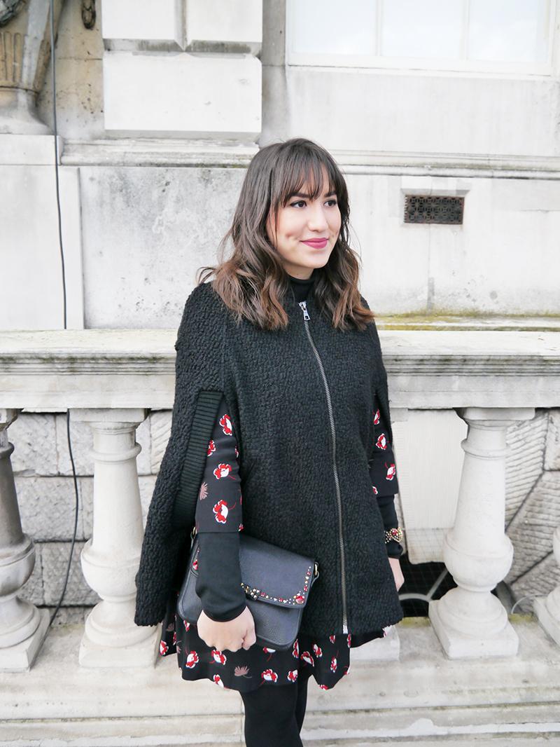 lfw-london-londres-semana-de-moda-mandy-blog-staring-look-do-dia-street-style-poncho-braco-mango-miu-miu-bota-galocha-melissa-capa-trend-long-bob-hair-bangs-somerset-house-winter-fall-2015-fw