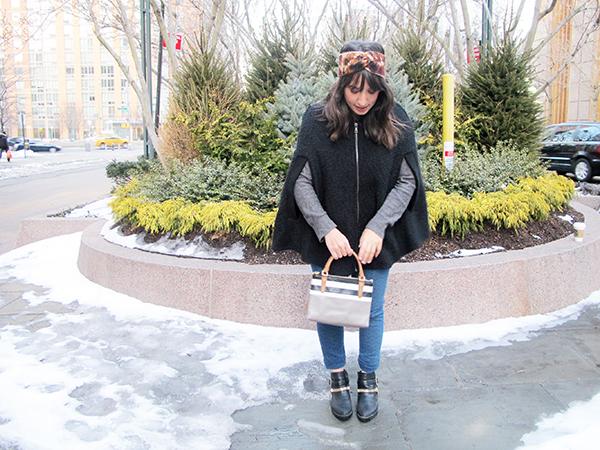 look-do-dia-blog-mandy-starving-poncho-manga-calca-jeans-estampa-etnica-hering-turbante-tricot-bolsa-coach-mini-borough