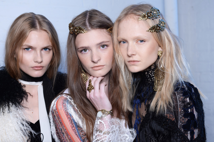 backstage-desfile-rodarte-runway-nyfw-new-york-nyc-moda-fashion-week-beleza-beauty-spring-2016-16-cabelo-make-maquiagem-nars