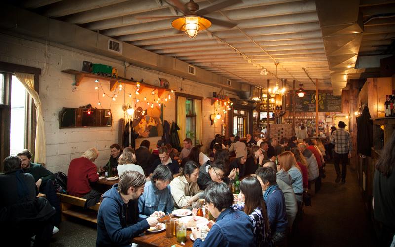 ny-nyc-nova-new-york-brooklyn-bushwick-arte-rua-sreet-art-grafite-collective-robertas-pizza-dica-viagem-blog-pizza-restaurante-pizzaria