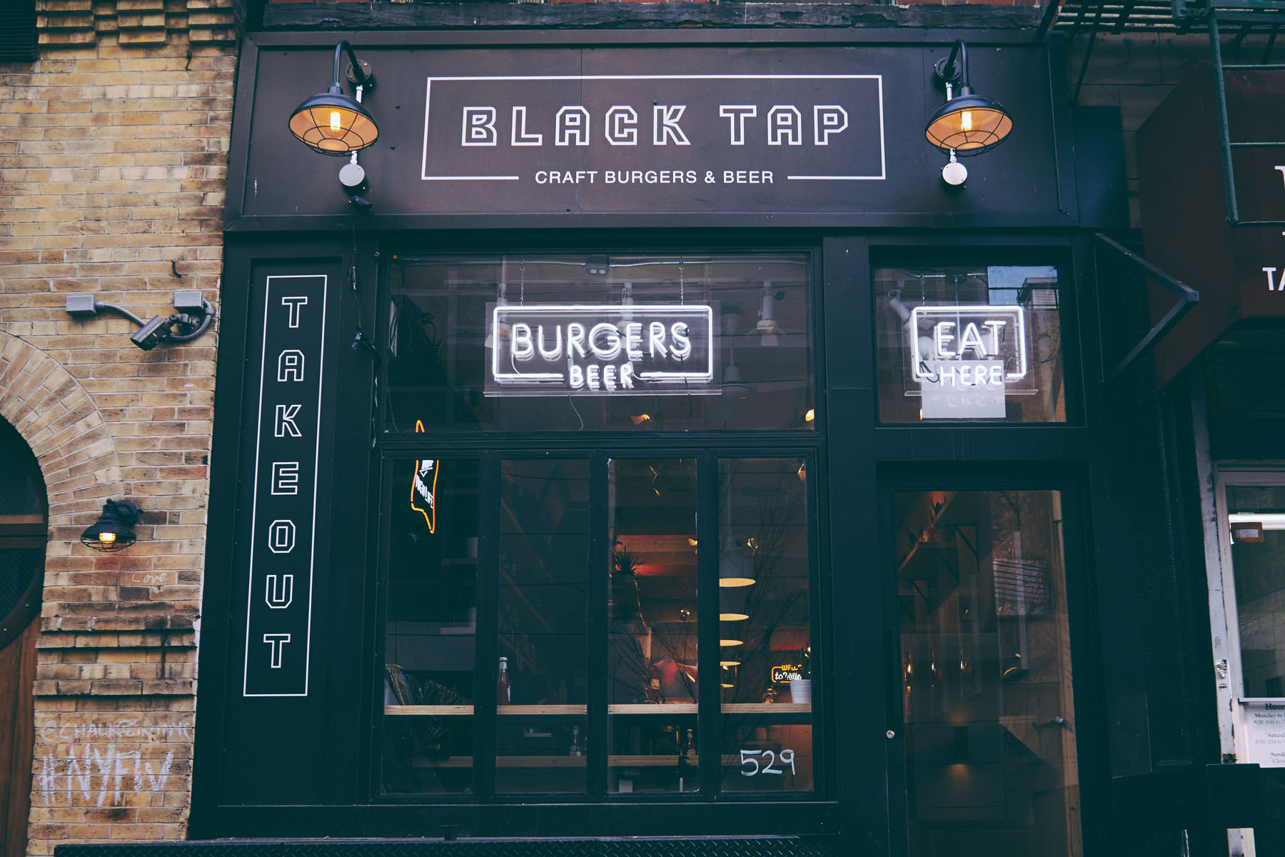 black-tap-nyc-nova-york-dica-viagem-travel-tips-restaurante-milkshake-hamburguer-cerveja-beer-burger