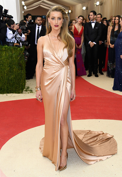 """NEW YORK, NY - MAY 02:  Actress Amber Heard attends the """"Manus x Machina: Fashion In An Age Of Technology"""" Costume Institute Gala at Metropolitan Museum of Art on May 2, 2016 in New York City.  (Photo by Larry Busacca/Getty Images)"""