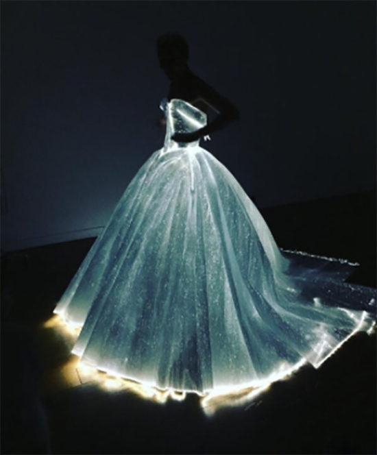 claire-danes-met-gala-ball-2016-dress-light-up-1