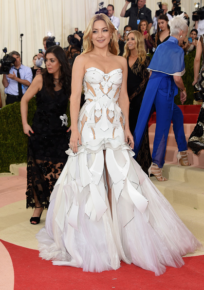 """NEW YORK, NY - MAY 02:  Kate Hudson attends the """"Manus x Machina: Fashion In An Age Of Technology"""" Costume Institute Gala at Metropolitan Museum of Art on May 2, 2016 in New York City.  (Photo by Jamie McCarthy/FilmMagic)"""